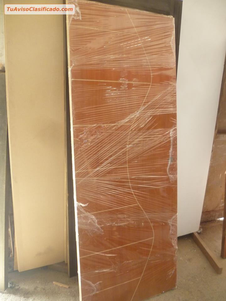 Mobiliario y equipamiento en for Puertas de madera habitaciones