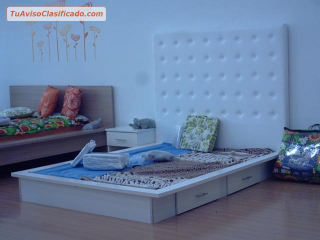 Dormitorio matrimonial estilo minimalista italino for Dormitorio anos 70