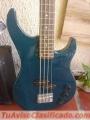 Se vende guitarra acustica poco uso y bajo con su amplificador (poco uso)